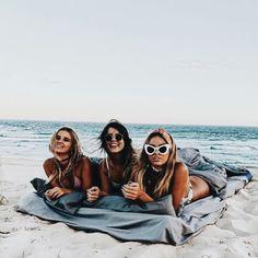 Resolution friends sleep mattess blanket towel beach summer posed