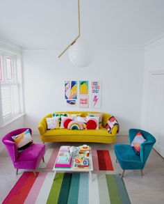 fresh summer living room decor ideas relaxing for your family page 1 Funky Home Decor, Colorful Decor, Colorful Interiors, Colourful Home, Living Room Designs, Living Room Decor, Yellow Sofa, Pink Velvet Sofa, Colorful Apartment