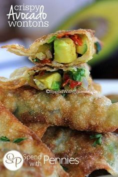 Delicious crispy wonton shells filled with a fresh avocado mixture! This is a great avocado appetizer recipe and simple to make! Vegetarian Wonton, Vegetarian Recipes, Cooking Recipes, Lunch Recipes, Cooking Tips, Wonton Appetizers, Appetizer Recipes, Simple Appetizers, Italian Appetizers