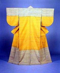 """志村ふくみ「梔子熨斗目」/ Fukumi Shimura """"Kimono """"Gardenia, Noshime Pattern"""", Pongee Weaving /1970"""