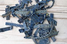 The Best Upcycling Ideas For Crafting With Old Jeans Seams Denim Rug, Denim Quilts, Baby Kids Wear, Denim Scraps, Cute Coasters, Sewing Jeans, Fabric Placemats, Felt Roses, Jean Crafts