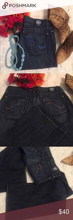 """Rock&Republic 27 Super cute and trendy barely worn condition with their trademark glittery """"R"""" to the rear pockets that change colors when the light shifts.  Size 27, 34 in inseam. Rock & Republic Jeans Boot Cut"""