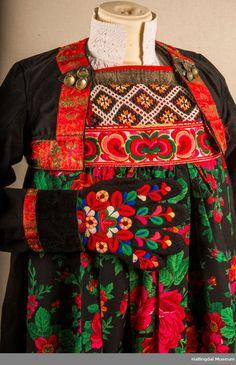 Bunad fra Hemsedal i Hallingdal - Hallingdal Museum / DigitaltMuseum