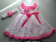 He encontrado este interesante anuncio de Etsy en https://www.etsy.com/es/listing/188819076/ganchillo-bebe-vestido-y-diadema-blanco