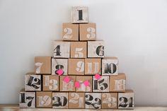 Dieser einmalige Adventskalender muss von dir nur noch mit Kleinigkeiten bestückt werden, dann ist er ein garantiertes Unikat, denn jede Box/jedes Päckchen wird handbemalt und handbestempelt. Ob...