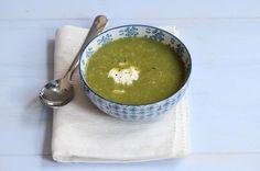 Hier vind je het recept voor courgette soep. Het is snel klaar, gezond, simpel te bereiden en je hebt maar weinig ingrediënten nodig!