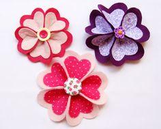 Aprenda como fazer flores de tecido de FACILMENTE. Decore tiaras, faça broches, presilhas, decore presentes ou laços. Artesanato passo a passo!