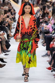 Valentino Spring 2020 Ready-to-Wear Fashion Show - Vogue Catwalk Fashion, Fashion 2020, Fashion Week, Spring Fashion, Paris Fashion, Women's Fashion, Italian Fashion Designers, Fashion Show Collection, Looks Style