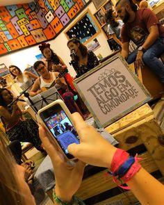 Quadro t-shirt e alpargata: produtos que constroem dignidade.  TETO e EUZARIA  Temos algo em comunidade. Disponíveis nos Espaços Euzaria Shop. Barra Shop. Paralela e através do site euzaria.com.br Enviamos para todo Brasil @techo_org #euzaria #teto #techo #negociosocial #capitalismoconsciente #ong #sustentabilidade by euzaria_ http://ift.tt/1WgZlcq