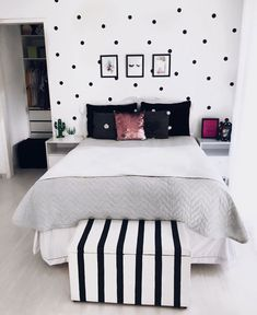Cute Black and White Themed Teen Room with Clean Design - Cute Teenage Girl Bedroom Ideas: Cool Teen Girl Room Decor Ideas and Designs - See The Best Ways To Decorate A Bedroom For Teen Girls for bedroom wohnung decoration dekorieren einrichten ideen Cute Bedroom Ideas, Cute Room Decor, Teen Room Decor, Room Decor Bedroom, Room Decor Teenage Girl, Master Bedroom, Bedroom Themes, Teen Bedroom Layout, Bedroom Decor Ideas For Teen Girls