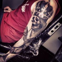 Love this black and grey skull with crown piece. Really well done