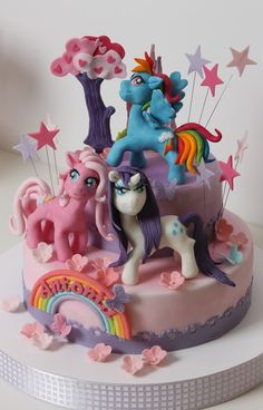 What do u guys think? I don't like it, rarity's hair is wrong, and it looks too g3. Though, I'm happy that somepony put a lot of work into this cake