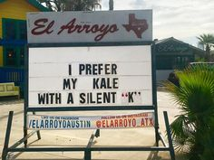 El Arroyo restaurant in Austin, Texas makes funny signs every day to serve a dose of LOL. This restaurant's signs are so funny you'd probably come back just to read them. Check 20 funny restaurant signs that are damn hilarious. Beer Quotes, Sign Quotes, Funny Quotes, Funny Memes, Restaurant Quotes, Restaurant Signs, Texas Restaurant, Restaurant Marketing, Funny Bar Signs