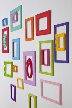 Faça você mesmo: uma parede cheia de molduras (e nenhum quadro!) - Casa.com.br