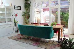 Rozenkelim in strak en modern interieur uniek handgemaakt vintage tapijten rozenkelims - Bed grijze volwassen ...