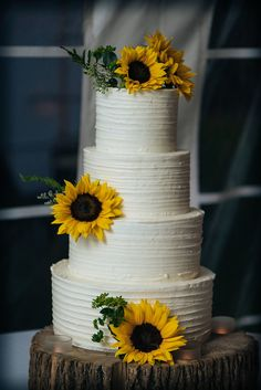 Photo by Sherry Sutton Photography Related posts: Floral wedding cake, 2018 wedding cake trends. Wedding Cake Roses, Fall Wedding Cakes, Wedding Cake Rustic, Our Wedding, Dream Wedding, Sunflower Wedding Decorations, Sunflower Party, Sunflower Cakes, Sunflower Wedding Cakes