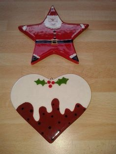 Pottery painting christmas decorations – Hobbies paining body for kids and adult Ceramic Christmas Decorations, Painted Christmas Ornaments, Clay Ornaments, Holiday Ornaments, Ornaments Design, Pottery Painting Designs, Pottery Designs, Pottery Ideas, Christmas Clay