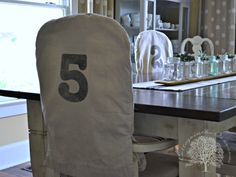 Farmhouse Table Quick Makeover - Cottage in the Oaks Home Decor Furniture, Furniture Makeover, Cool Furniture, Painted Furniture, Diy Home Decor, Rustic Farmhouse Decor, Farmhouse Table, Cottage Farmhouse, Cottage Homes