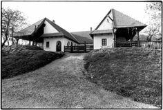 Visegrád, Tanya Farm by architect Imre Makovecz via Makovecz Imre. Organic Architecture, Hungary, Cabin, House Styles, Home Decor, Art, Homemade Home Decor, Cabins, Kunst