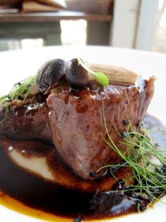 it – SECONDI. Stracotto di manzo all'Aglianico… – Meat Foods Ideas Beef Skillet Recipe, Skillet Recipes, Beef And Potato Stew, Slow Food, Meat Recipes, Finger Foods, Italian Recipes, Food Photography, Slow Cooker