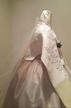 고급스러운 한복 명품한복: 청담 이승현한복입니다. 섬세하면서도 과감한 트렌디한 이승현한복만의 신부한... - Luxurious hanbok designer: Chongdam Lee Seung Hyun hanboks. Refined and dary fashionable Lee Seung Hyun hanboks for Korean brides...