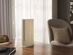 The gold version of the speaker has an oak wrap. Home Speakers, Bookshelf Speakers, Wireless Speakers, Bookshelves, Electronic Workbench, Oak Panels, Bang And Olufsen, Layers Design, Looks Cool