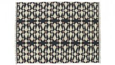 Founded in 1980 Linie Design's rugs are designed by acknowledged Scandinavian designers and handmade by Indian master artisans who have perfected their skills through generations.Produced from luxurious thick wool this hand woven rug boasts a modern an Modern Carpet, Modern Rugs, Patterned Carpet, Metallic Thread, Rugs On Carpet, Buy Carpet, Carpet Runner, Woven Rug, Pattern Making
