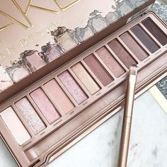 Urban Decay Eyeshadow Palette features 12 rose-hued neutral shades in an insane range of finishes. Pink Eyeshadow Palette, Neutral Eyeshadow, Naked Palette, Eyeshadow Brushes, Smokey Eyeshadow, Eyeliner, Urban Decay Smoky Palette, Natural Eyeshadow Looks, Makeup Setting Spray