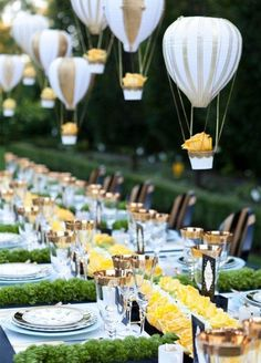 10 Unbelievably Creative Centerpiece Ideas: #3. Mini Hot Air Balloons