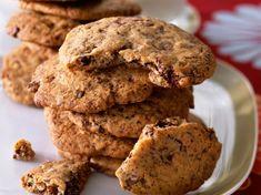 Recette Cookies. Ingrédients (6 personnes) : 2 œufs, 240 g de beurre fondu, 440 g de farine... - Découvrez toutes nos idées de repas et recettes sur Cuisine Actuelle