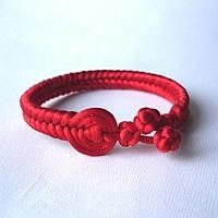 DIY Jewelry DIY Bracelet Make a braided bracelet with cords