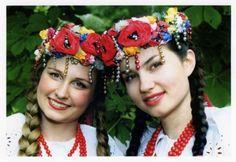 Folk costume of Bytom, Poland. Folk Costume, Costumes, Polish Government, Polish People, Beauty Around The World, Arte Popular, Warsaw, Hetalia, Headdress