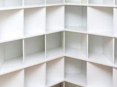BLOK bookcase with a 45 degrees angle.   Designed by: Jarrik Ouburg en Paulien Bremmer Produced by: BLOKmeubel / BLOK boekenkast met een hoek van 45 graden ontworpen door Jarrik Ouburg en Pailien Bremmer geproduceerd door BLOK meubel