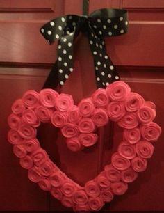 My Valentine door wreath - found idea  @ http://eastcoastmommyblog.blogspot.com/2012/01/valentines-day-felt-rosette-wreath.html