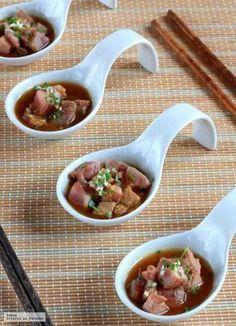 Atun con sesamo y salsa ponzu casera Tapas Recipes, Asian Recipes, Appetizer Recipes, Appetizers, Cooking Recipes, Tapas Bar, Food Decoration, Mini Foods, Quiches