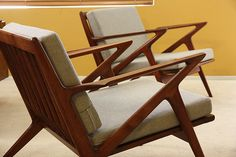 Pair Mid-Century Modern Z Lounge Chair by Poul Jensen for Selig. Danish Modern, Midcentury Modern, Modern Chairs, Retro Furniture, Furniture Design, Poltrona Design, House Inside, Eames, Accent Chairs