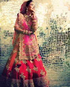 New Wedding Couple Poses Punjabi 51 Ideas Indian Wedding Bride, Wedding Couples, Punjabi Wedding, Wedding Couple Poses Photography, Bride Photography, Indian Bridal Photos, South Asian Bride, Couple Posing, Bridal Lehenga