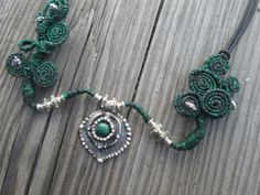Gaia / Hathor Inspirado, Eco-collar de plata, collar de la diosa, hadas Joyería, Verde y Negro, Fantasía, Plata Reciclado