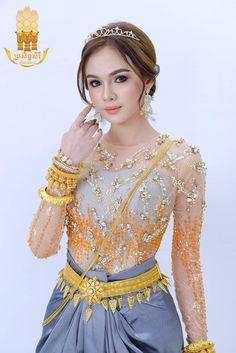 Car 15, Exotic Women, Super Car, Wedding Outfits, Traditional Wedding, Beautiful Ladies, Cambodia, Ethnic, Thailand