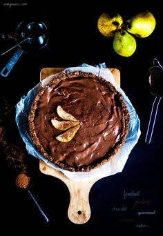 Tarte aux Poires et à la Crème de Chocolat - Antigone XXI Vegan Sweets, Vegan Desserts, Antigone Xxi, Raw Cake, Vegan Cheesecake, Chocolate Pies, Tea Cakes, Delicious Vegan Recipes, Vegan Baking