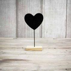 Portafotos corazón de pizarra con base rectangular. Se vende en: www.mrwonderfulshop.es