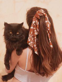 ✔ Hair Updos With Headband Curls Cada vez mas mujeres nos animamos Bandana Hairstyles, Pretty Hairstyles, Simple Hairstyles, Diy Hairstyles, Ponytail Hairstyles, Vintage Hairstyles, Wedding Hairstyles, Hair Scarf Styles, Curly Hair Styles