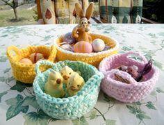 Mini basket made of leftovers – crochet pattern Vintage Knitting, Vintage Crochet, Easter Bunny Pictures, Knitting Patterns, Crochet Patterns, Basket Crafts, Pinwheel Quilt, Crochet Diy, Knit Basket