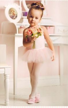 sweet ballerina in her tutu // can't wait till Nailea starts ballet classes this year. Baby Ballet, Little Ballerina, Ballerina Hair, Ballerina Party, Ballet Style, Poses, Foto Baby, Tiny Dancer, Dance Photos