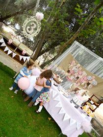 Wow wow wow.  Our Vintage Pony Party for the three year old daughter of my dear friend Ryam, from The Inspired Mama , was this weekend ...