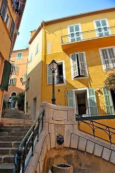 Place du conseil à Villefranche-sur-mer :: Côte d'Azur