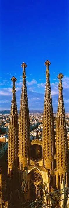 Towers of the Sagrada Familia, Barcelona, Spain -- Architect: Antonio Gaudi. Walking up hundreds of steps with Elena to get a glimpse of Barcelona from the top! Gaudi Barcelona, Barcelona Tours, Barcelona Catalonia, Beautiful Architecture, Beautiful Buildings, Monuments, Places To Travel, Places To See, Wonderful Places