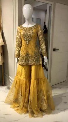 Pakistani Fashion Party Wear, Pakistani Wedding Outfits, Pakistani Wedding Dresses, Bridal Outfits, Velvet Pakistani Dress, Pakistani Dress Design, Evening Gowns Couture, Beautiful Pakistani Dresses, Shadi Dresses
