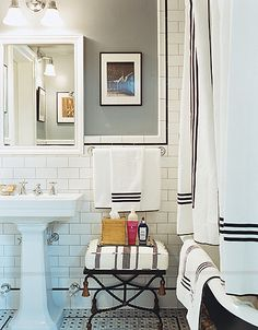 white subway tile, black, white, and interior design interior bathroom design Classic Bathroom, Modern Bathroom, Small Bathroom, Bathroom Black, White Bathrooms, Family Bathroom, Family Room, Bad Inspiration, Bathroom Inspiration