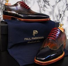 Men's Men's Luxury by PAUL PARKMAN. Wingtip perforated decoration on upper with pink lacing. Hot Shoes, Men S Shoes, Men Dress Shoes, Lace Shoes, Dress Clothes, Gentleman Shoes, Fashion Shoes, Mens Fashion, Fashion Trends
